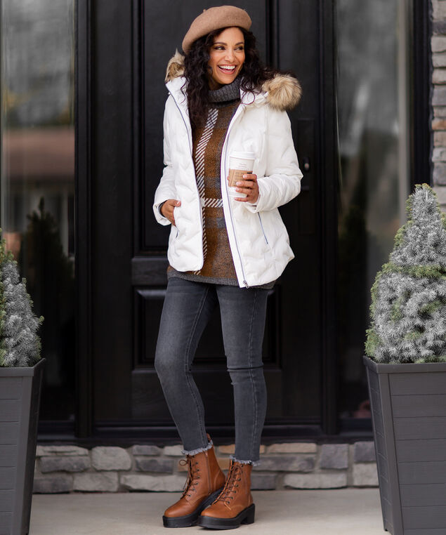 White Puffer Coat Look,