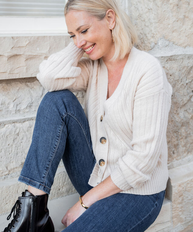 Neutral Cardigan Look,