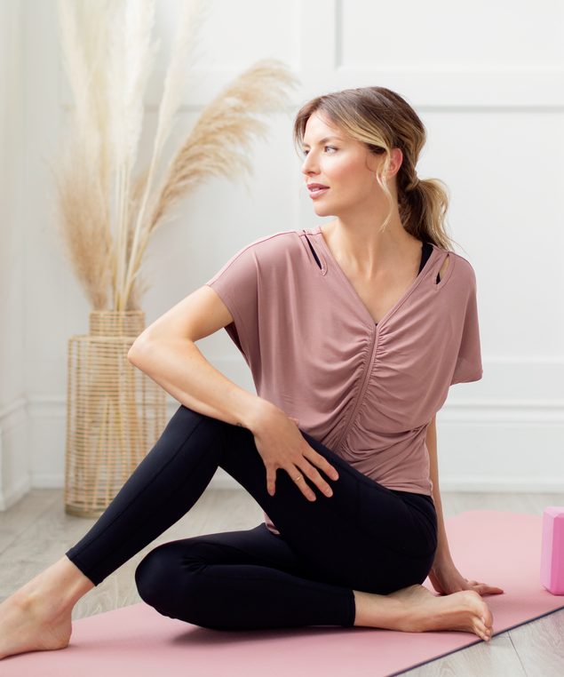 Ruched Active Top Look,